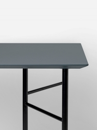 Ferm Living Tisch in Dusty Blue, 135 cm (div. Beinfarben)